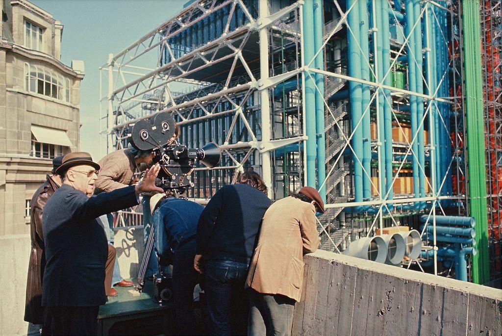 """Roberto Rossellini, tournage du film """"Le Centre Georges Pompidou"""", 1977 / Crédit : Fondation Genesium, Jacques Grandclaude"""