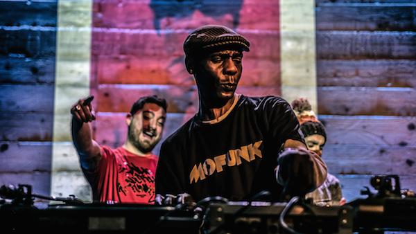 Amadeo 85, Davjazz aux platines et Dj Az Groove au bonnet à pompon / © Jean-Fabien Leclanche