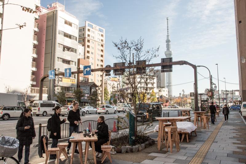 Schmidtkansen : The Tokyo crossing. Décembre 2015, 537 heures, Tokyo, Japon. © Boijeot.Renauld