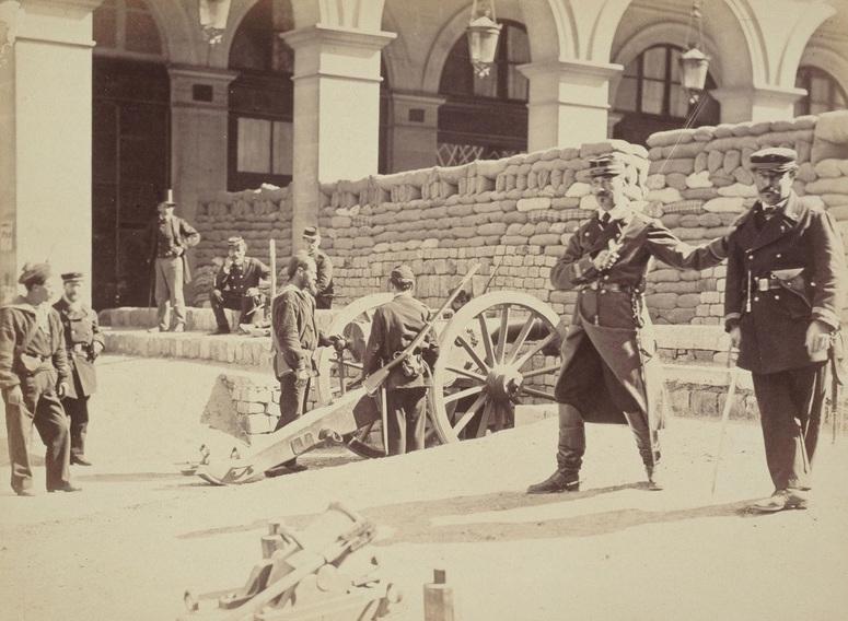 La Commune, barricade rue Castiglione. Photographie attribuée à Bruno Braquehais (1823-1874) / © Paris, musée Carnavalet