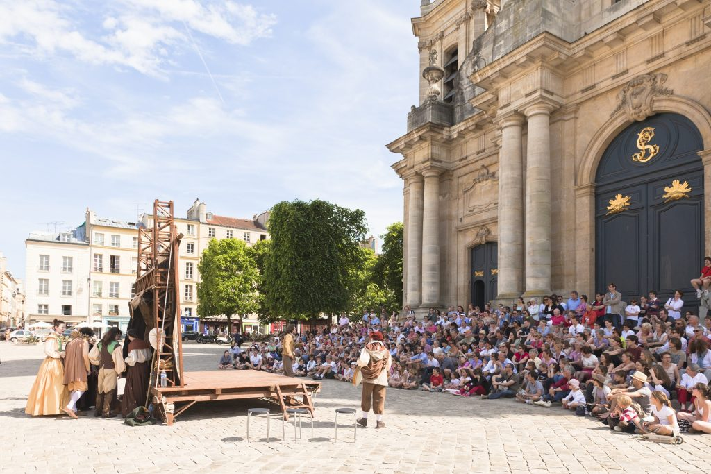 Commedia place de la cathédrale Saint Louis © Ville de Versailles