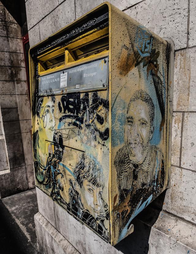 Boîte aux lettres peinte par C215 à Vitry /  © Jean-Fabien Leclanche