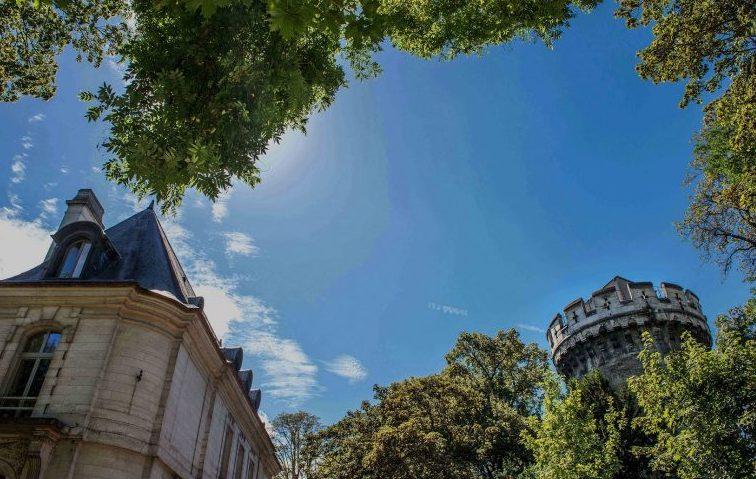 Château et tour de la Fondation Good Planet / © Benoît Moyen