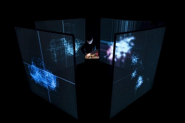 """""""Nybble"""" d'Alex Augier, performance audiovisuelle dans l'accélérateur de particules de Sciences ACO, au Centre Universitaire d'Orsay (91) / © Quentin Chevrier"""