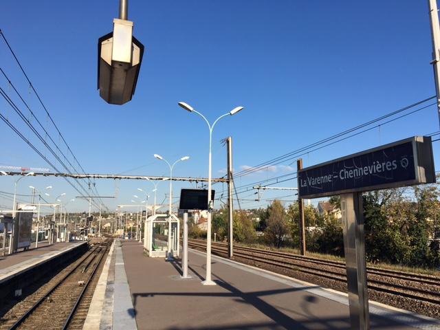 Quai de la gare de La Varenne - Chennevières à Saint-Maur / © Steve Stillman pour Enlarge your Paris