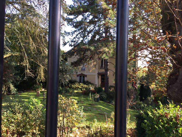 Villa avec son parc rue de la Halte à Montigny-lès-Cormeilles / © Steve Stillman pour Enlarge your Paris