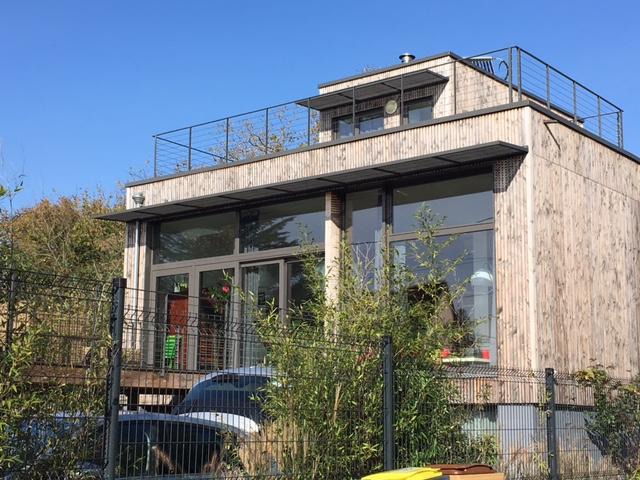 Maison en bois rue des bergères à Montigny-lès-Cormeilles / © Steve Stillman pour Enlarge your Paris