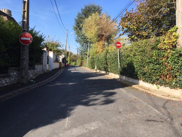 Panneau sens interdit rue des bergères à Montigny-lès-Cormeilles / © Steve Stillman pour Enlarge your Paris
