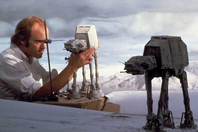 Phil Tippett sur le tournage de Star Wars / DR