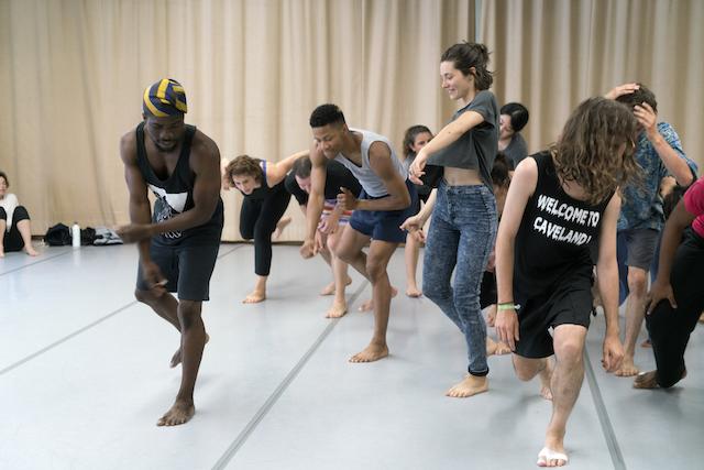 """Atelier de danse organisé dans le cadre des portes ouvertes """"Danses partagées"""" / © Marc Domage"""