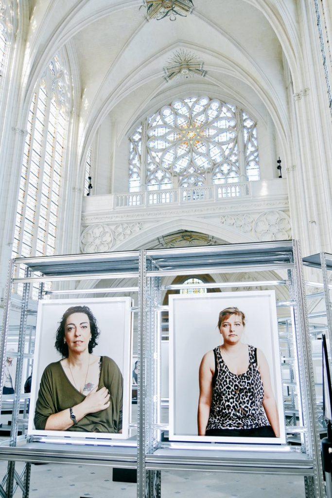 Les photos de Bettina Rheims dans la Sainte-Chapelle à Vincennes / © Alexandre Sim sur Twitter