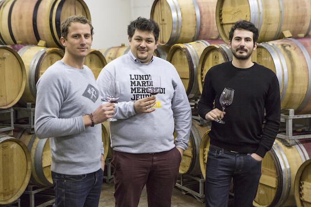 Les trois fondateurs de la Winerie Parisienne dans leur chai à Montreuil / © Camy Verrier