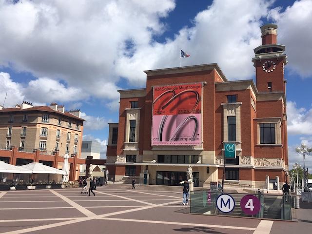 Le Beffroi de Montrouge où se déroule le Salon de Montrouge consacré à la jeune création / © Steve Stillman pour Enlarge your Paris