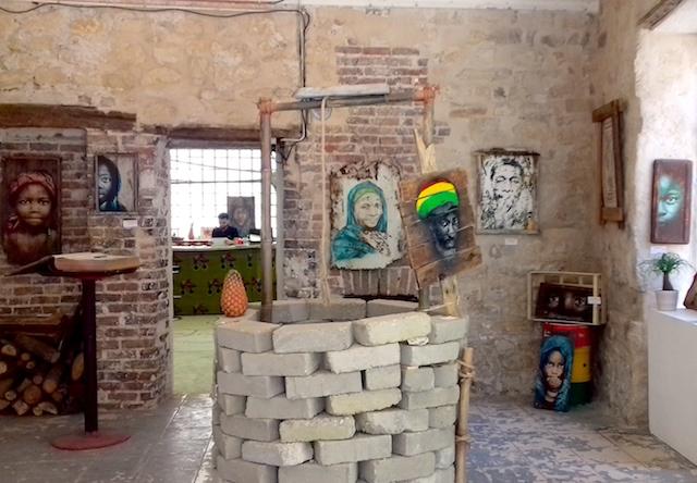 Exposition du street artiste Guaté Mao au 60Adada à Saint-Denis / © Mona Prudhomme pour Enlarge your Paris