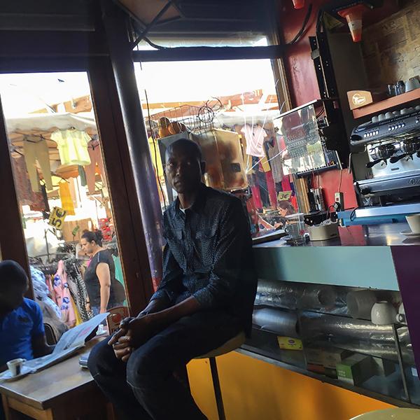 Le bar du marché à Montreuil