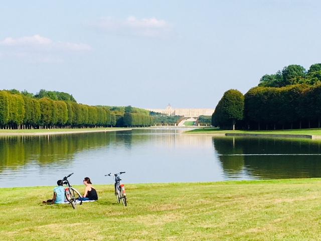 L'extrémité du grand canal dans le parc du château de Versailles / © Steve Stillman pour Enlarge your Paris