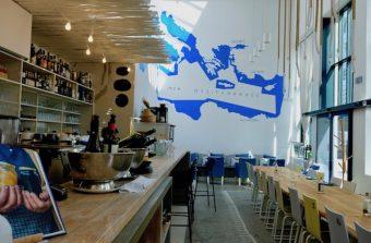 Allez vous assoir chez les Grecs au Yaya à Saint-Ouen