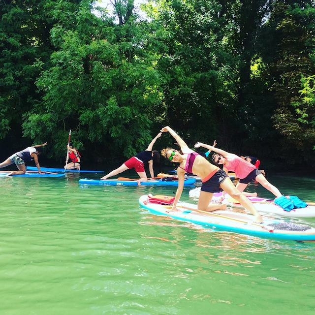 Yoga paddle sur la Marne avec l'association le Grand Huit / © Le Grand Huit
