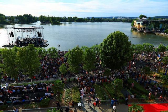 La scène du lac au Barrière Enghien Jazz Festival / © Barrière Enghien Jazz Festival