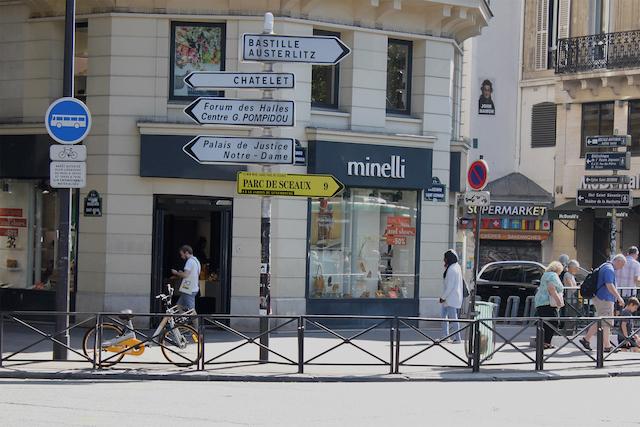 Panneau de signalisation métropolitain / © Enlarge your Paris & Les Magasins généraux - Design : Benoît Robert