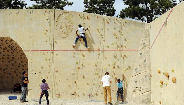 Le mur d'escalade du parc André Malraux à Nanterre / © CG92