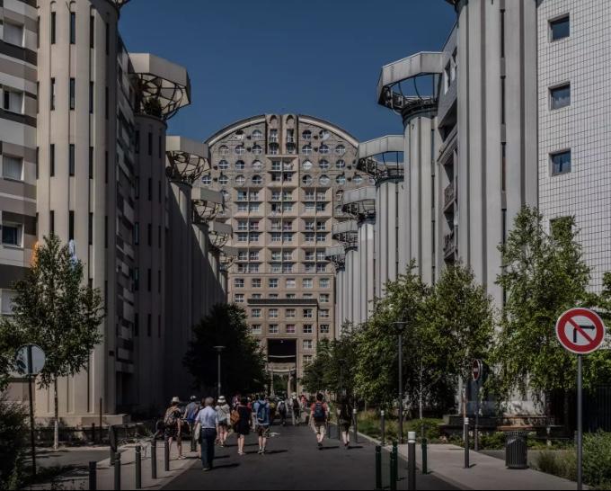 Les espaces d'Abraxas à Noisy-le-Grand / © Jean-Fabien Leclanche pour Enlarge your Paris