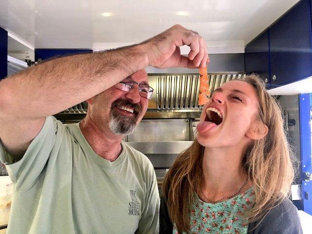 Mona, journaliste pour Enlarge your Paris, et Alain, co-fondateur de la Cabane de Cape Cod /  © Nathalie de la Cabane de Cape Cod