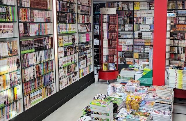 La bibliothèque du Manga Café à Paris (13e) / © Manga Café