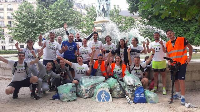 Ramassage de déchets par l'association Run Eco Team / © Run Eco Team