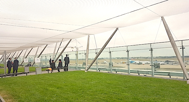 La terrasse panoramique de l'aéroport d'Orly / © Mona Prudhomme pour Enlarge your Paris