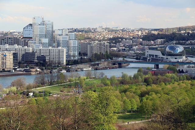 Vue sur Boulogne et l'île Seguin depuis le parc de Saint-Cloud / © Fred Romero (Creative commons - Flickr)