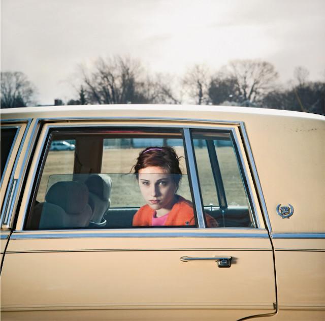 """""""La beauté des lignes"""" à la Propriété Caillebotte à Yerres : The Pale Yellow Cadillac, Sadie, Portland, Maine, 2010 / © Cig Harvey"""