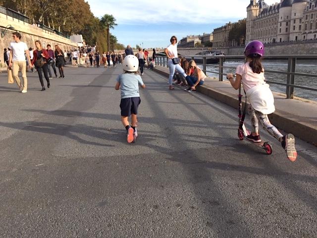 Trottinettes sur les voies sur berges à Paris / © Steve Stillman pour Enlarge your Paris