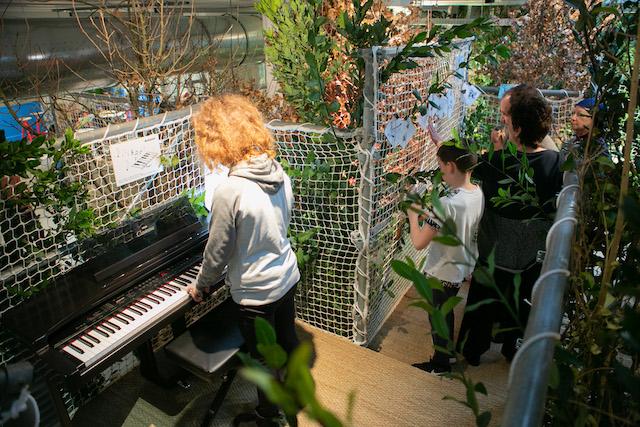La salle de musique de la cabane installée au Maif Social Club à Paris / © Edouard Richard - Maif