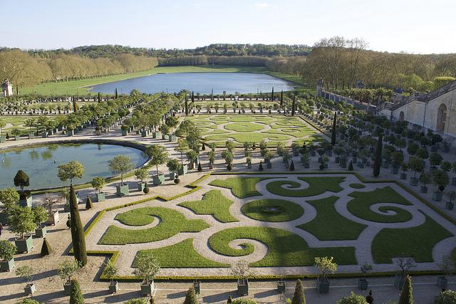 Les jardins de l'orangerie dans le parc du château de Versailles, le plus grand parc du Grand Paris / © Patrick Nouhailler (Creative commons - Flickr)
