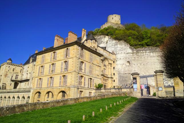 Château de La Roche-Guyon dans le Val-d'Oise / © Helloways