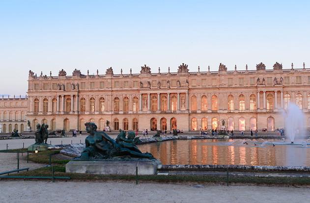 Les terrasses du château de Versailles où se produiront les DJ's du label Ed Banger Records / ©  Erik Lzsnk (Creative commons - Flickr)