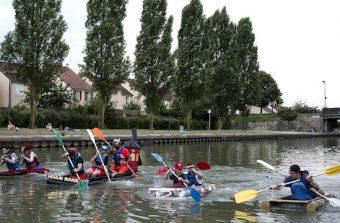 Course de baignoires à tribord sur le canal de l'Ourcq