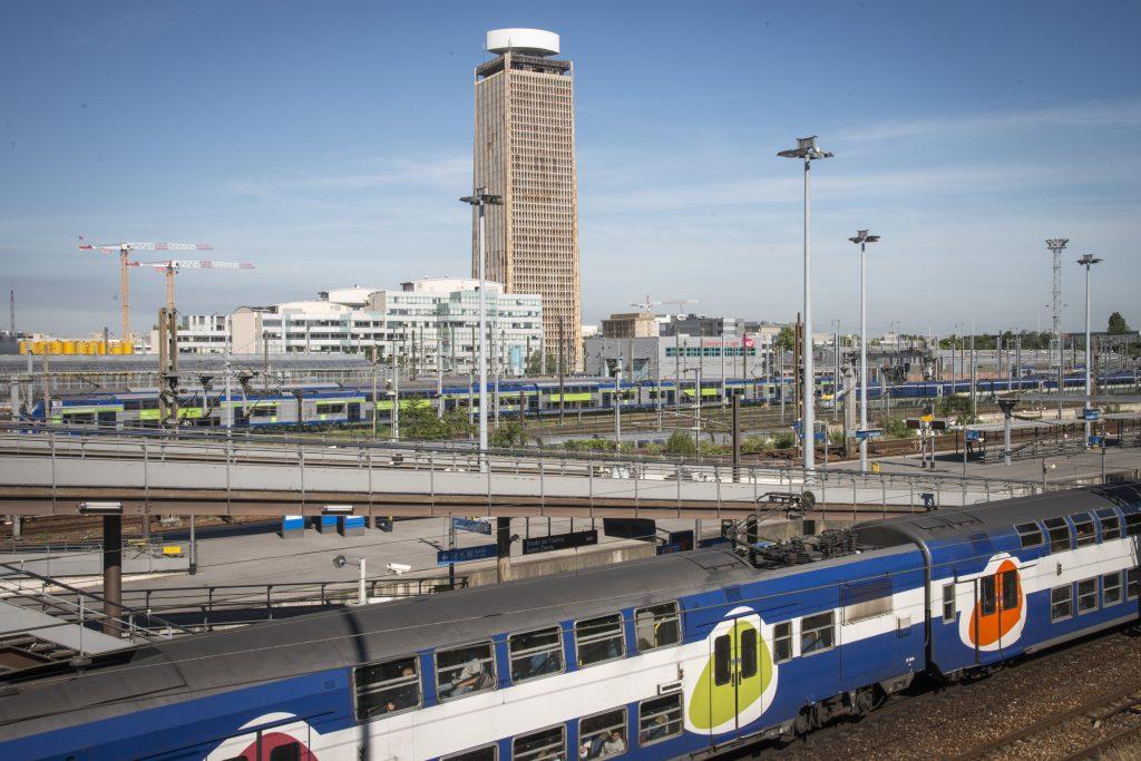 La tour Pleyel et le faisceau ferroviaire du Nord de Paris, qui dessert notamment la Gare du Nord, première gare d'Europe. C'est ici que convergeront les futures lignes 15, 16 et 17 du Grand Paris Express / © Jéromine Derigny pour Enlarge your Paris