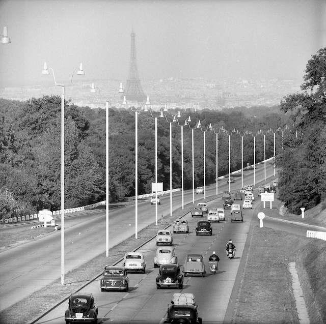 Retour de vacances sur l'autoroute de l'Ouest. 30 août 1959.