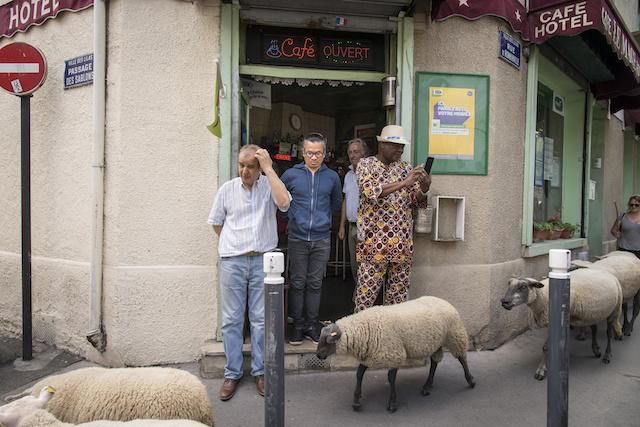 Scène de rue / © Jérômine Derigny