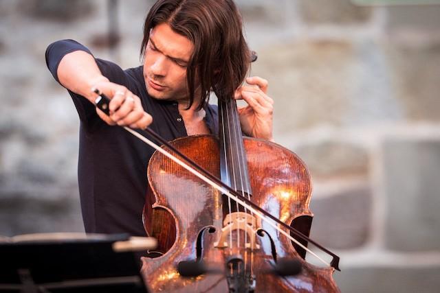 Le violoncelliste prodige Gautier Capuçon sera en concert le 1er septembre avec l'orchestre national d'Île-de-France au parc Montreau à Montreuil / © G.Batardon