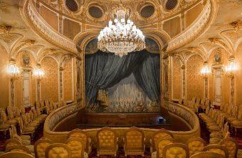 Deux salles de spectacle qui font le show à Versailles et Fontainebleau