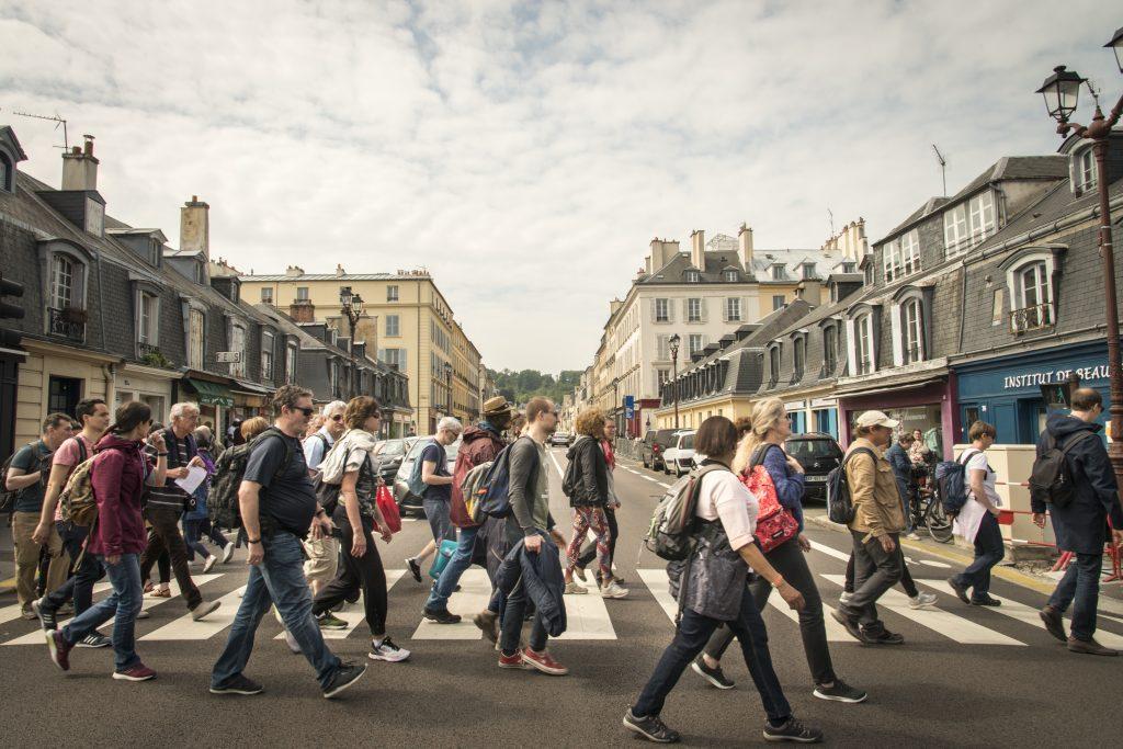 Le quartier Saint-Louis, à Versailles lors d'une randonnée urbaine organisée par Enlarge your Paris / © Jérômine Derigny pour Enlarge your Paris