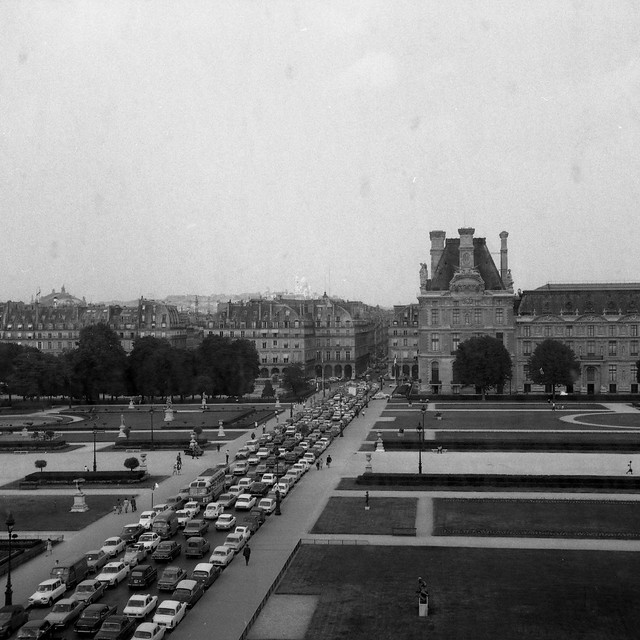 Embouteillage au Louvre en juin 1970 / @ Osbornb (Creative commons - Flickr)