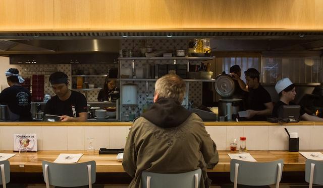 Le comptoir de Jixiao's buns dans le 6e / © Parisianavores