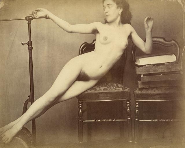 """Photographe anonyme vers 1870 tirée de l'exposition  """"Le simple appareil"""" à la galerie Lumières des roses à Montreuil / © Galerie Lumière des roses"""