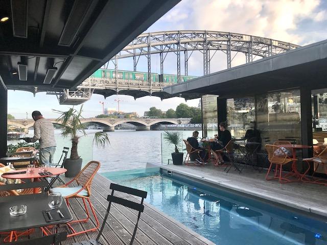 L'hôtel OFF Paris Seine sur la Seine dans le 13e arrondissement / © Steve Stillman pour Enlarge your Paris