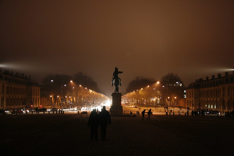 La place d'Armes à Versailles /  © Fedfil (Creative commons - Flickr)