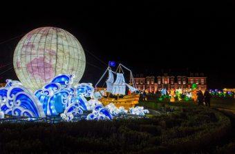 Des lanternes géantes retracent l'histoire du monde à Thoiry